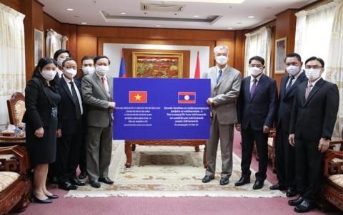 Lào ủng hộ Việt Nam 30 ngàn USD phòng chống Covid19